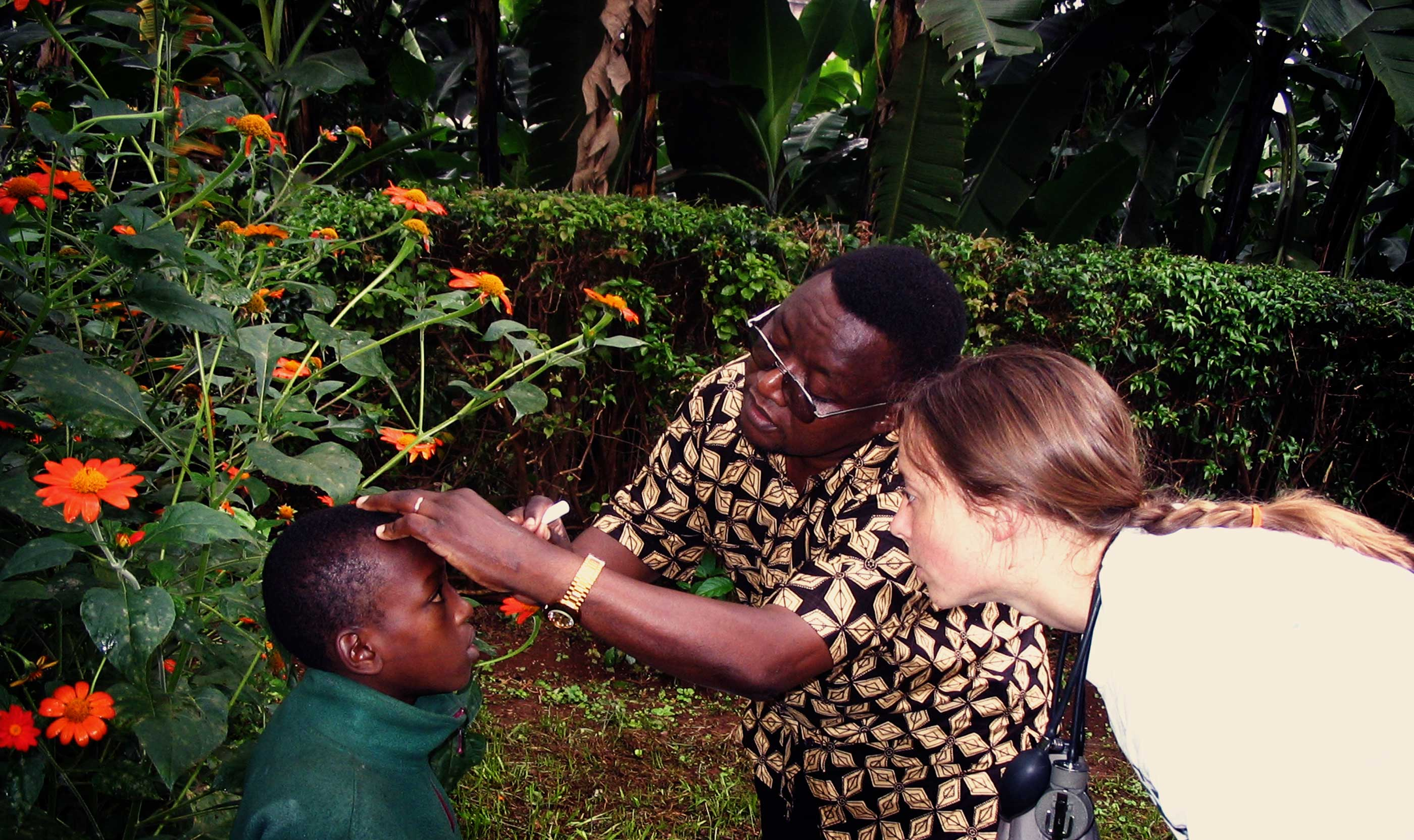 Tanzania Volunteer With A Local Physician